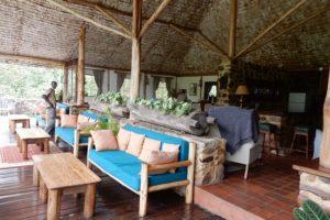 veranda-lobby-dining